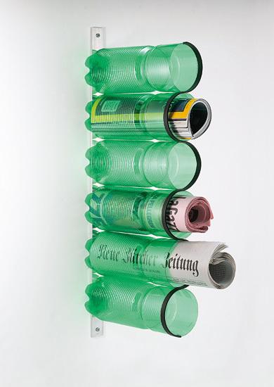 Botellas de plástico a modo de revistero
