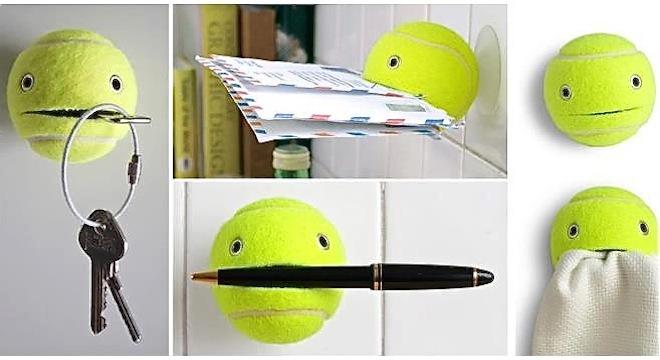 Una pelota de tenis que lo sujeta todo