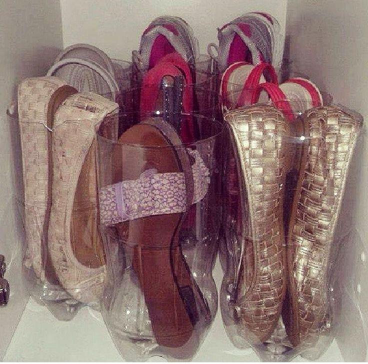 Organizas tus zapatillas con botellas de plástico