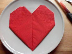 Servilleta en forma de corazón para San Valentín