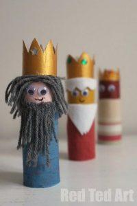 Reyes magos con rollos de papel